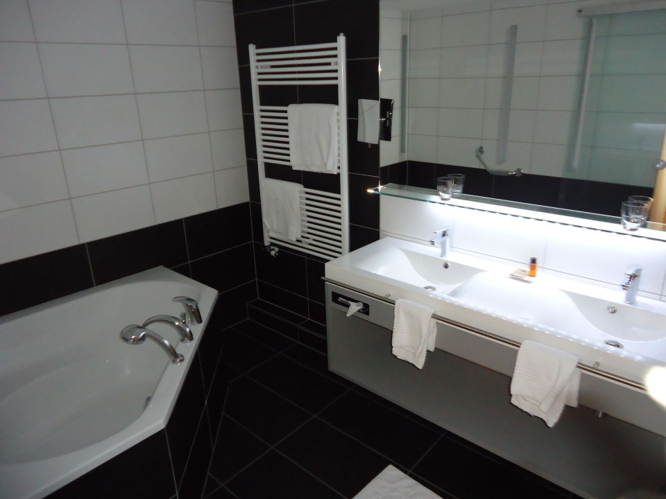 Wonderful Badezimmer Mit Eckbadewanne Suite Stil Lodge Parkhotel Quellenhof Awesome Design