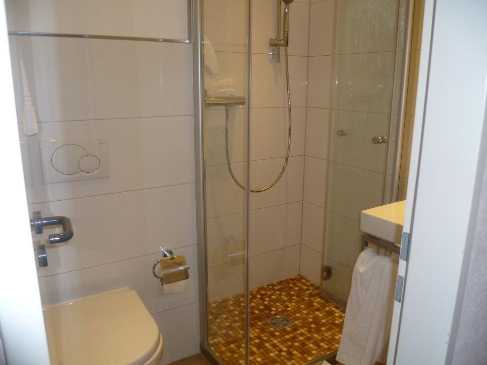 badezimmer hotel astra in d sseldorf holidaycheck. Black Bedroom Furniture Sets. Home Design Ideas