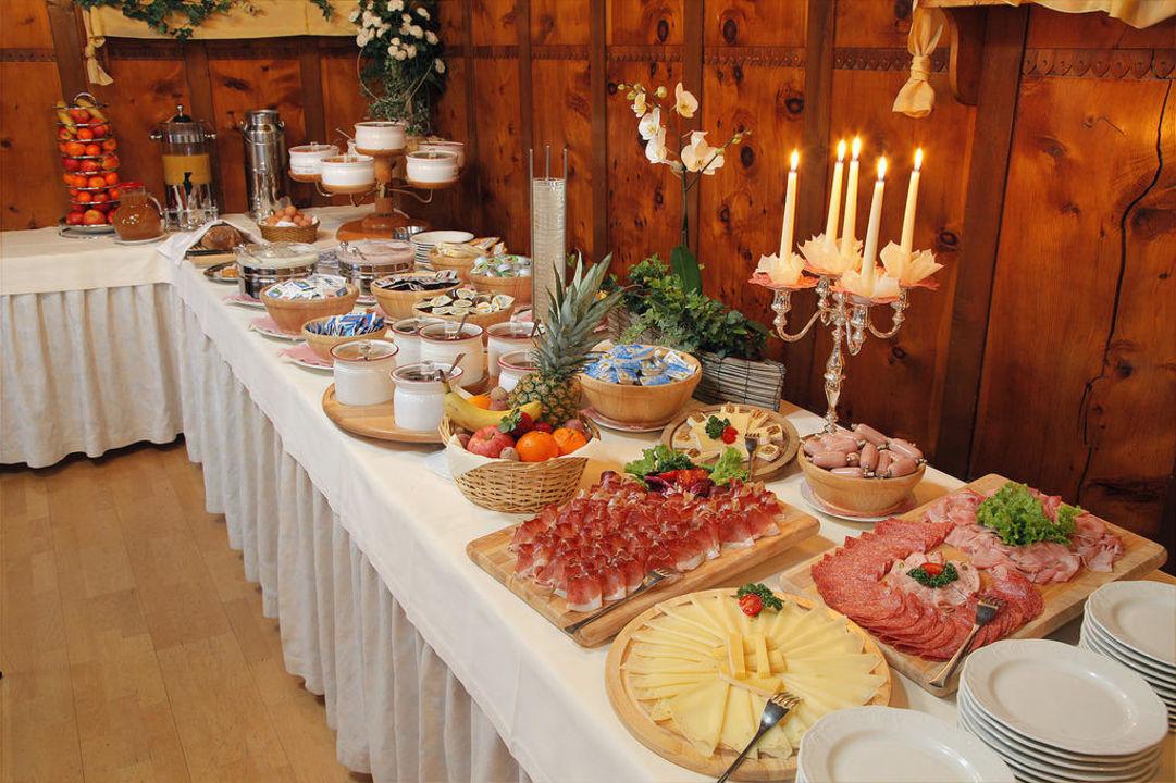 Reichhaltiges Frühstücksbüffet Hotel Madatsch