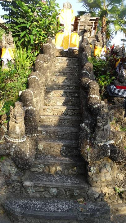 Aufgang zum obligatorischen Haustempel Hotel Tjampuhan