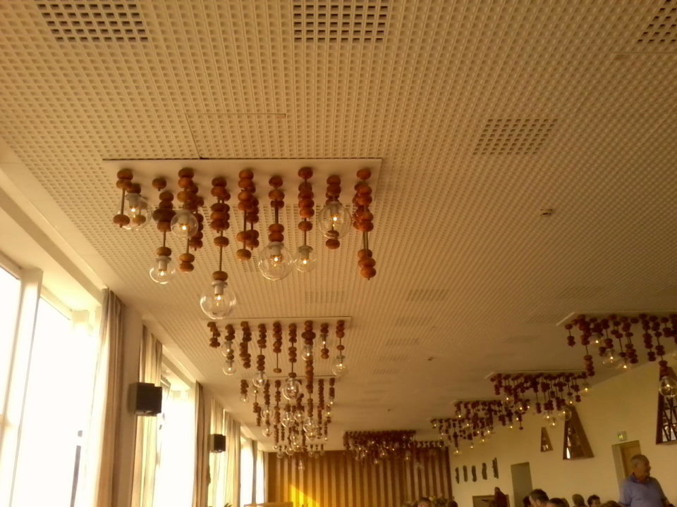 restaurant alte skurrile beleuchtung aber nett ahorn hotel am fichtelberg oberwiesenthal. Black Bedroom Furniture Sets. Home Design Ideas