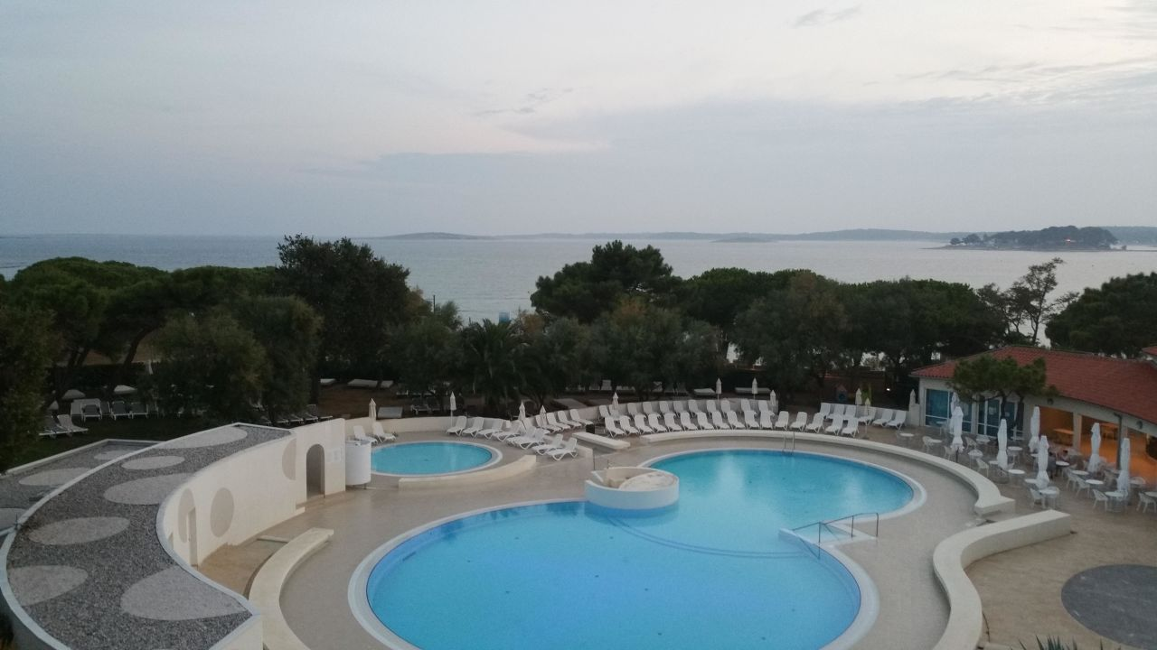 pool mit salzwasser park plaza belvedere medulin. Black Bedroom Furniture Sets. Home Design Ideas