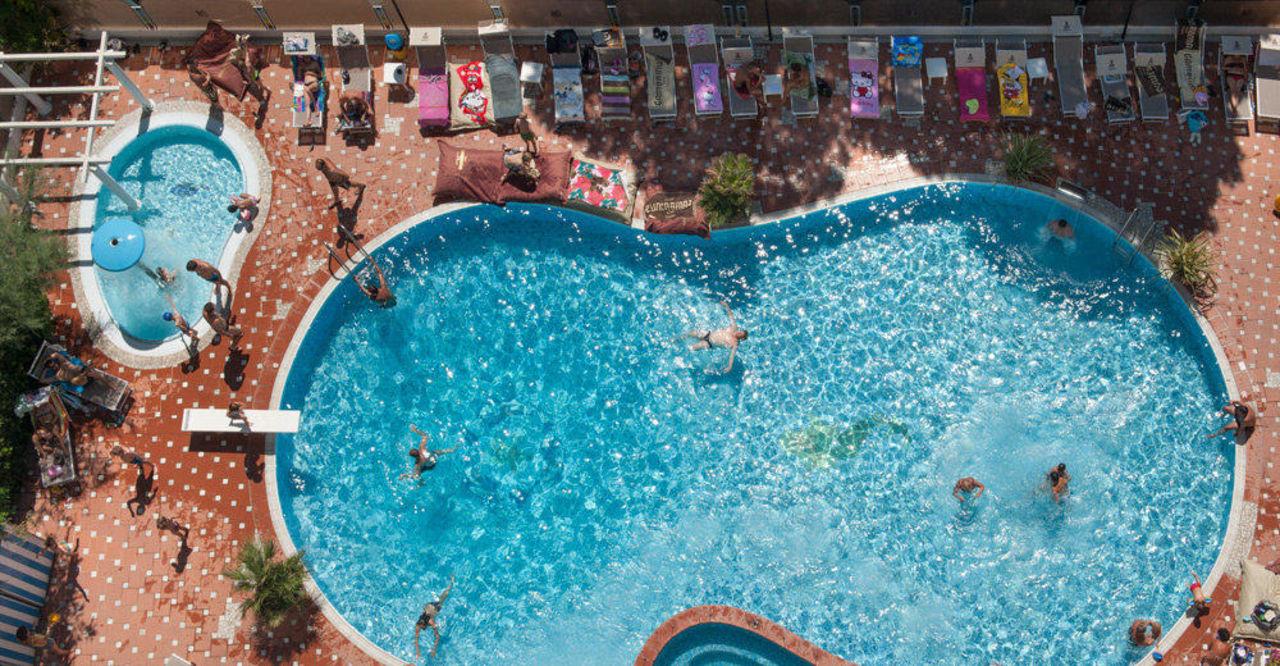Hotel bellaria con piscina hotel gambrinus tower resort bellaria igea marina holidaycheck - Hotel con piscina bellaria ...