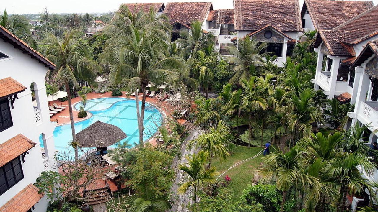 Blick von oben auf pool garten hotel hoi an trails for Garten pool 2m
