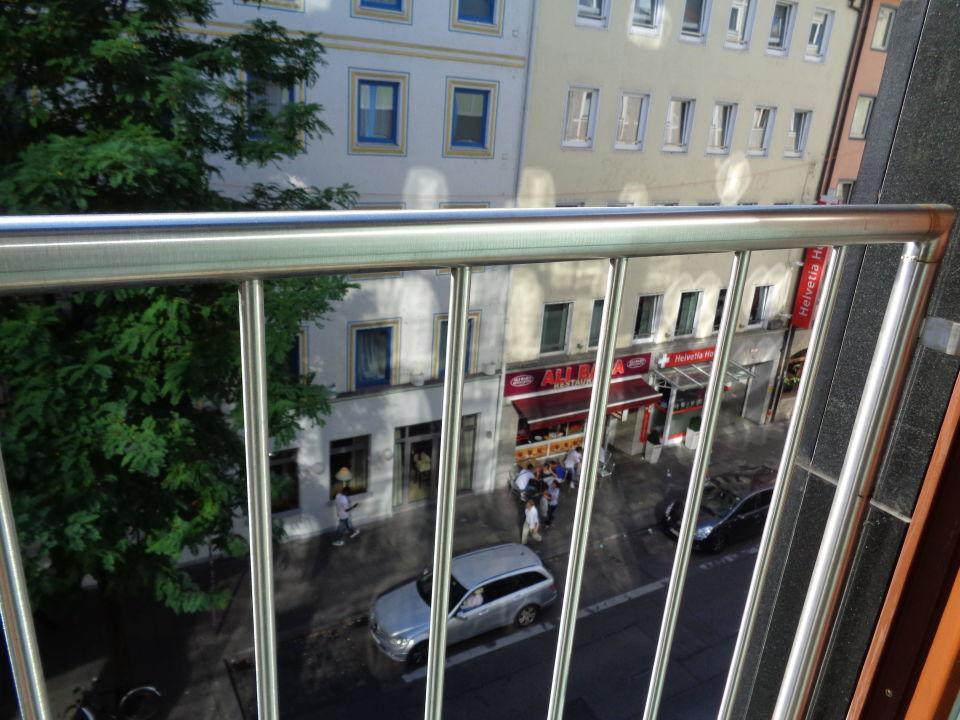 Ausblick vom dritten Stock auf die Schillerstraße\