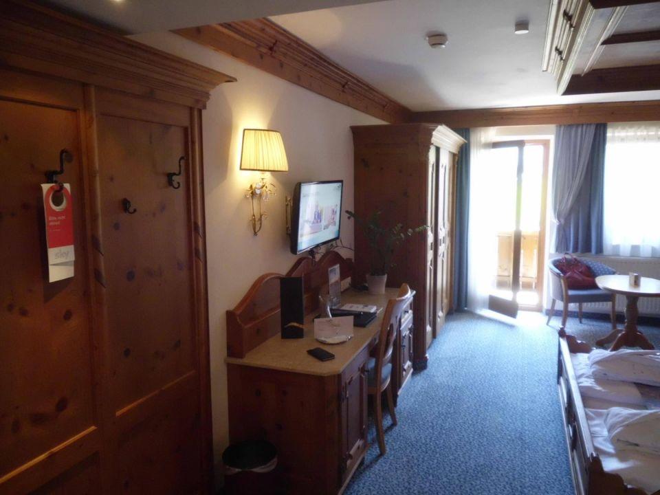 Bild blick in das zimmer zu hotel schwarzbrunn in stans for Zimmer hotel