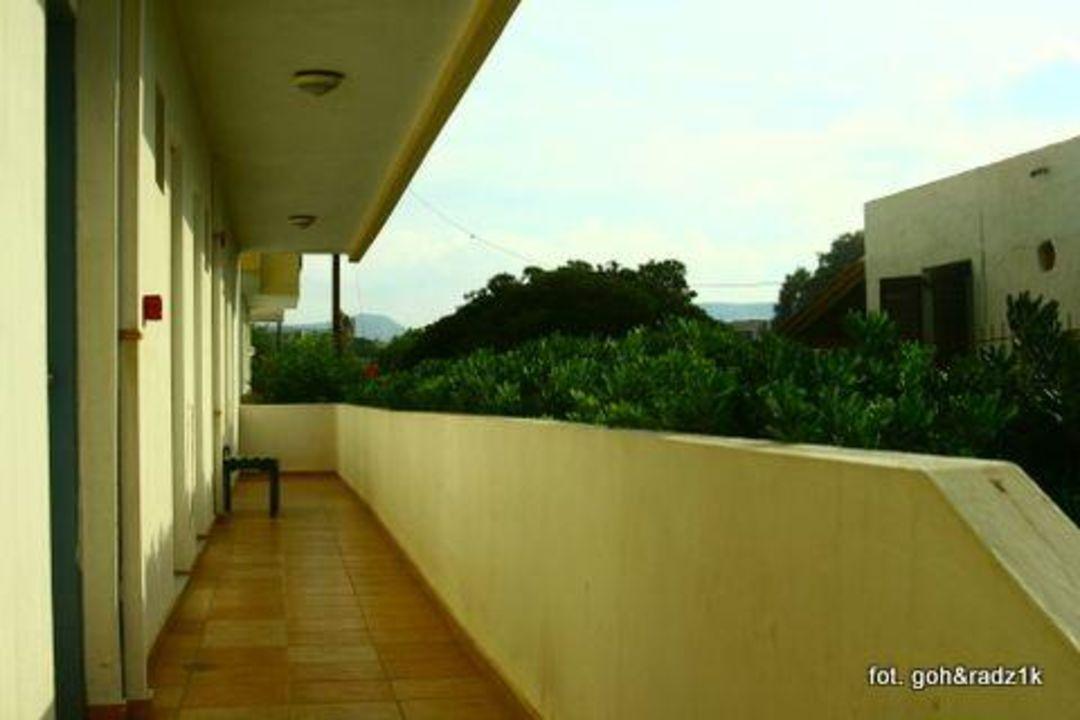 Wejście do pokoju z widokiem na ogród (parter) Hotel Astir Beach