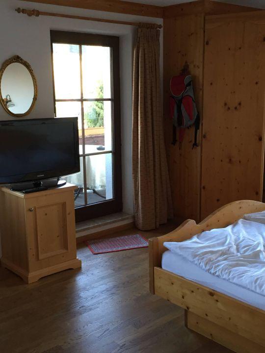 bild sehr sch ne suite zu hotel schlehdorn in feldberg schwarzwald. Black Bedroom Furniture Sets. Home Design Ideas