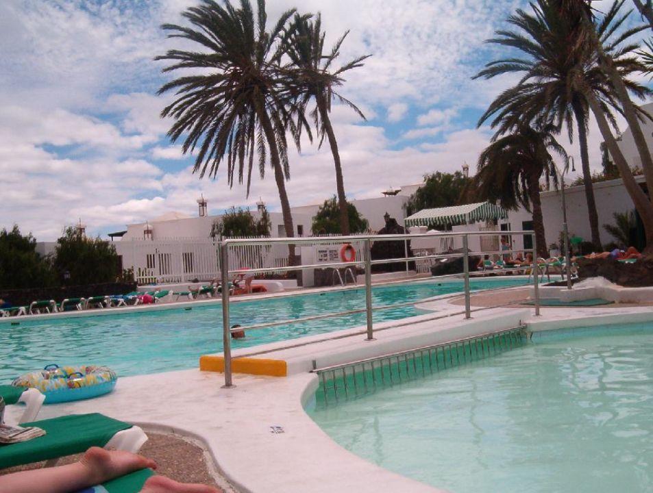 Ein weiteres Bild des Pools Appartement-Hotel Flora Hotel THB Flora