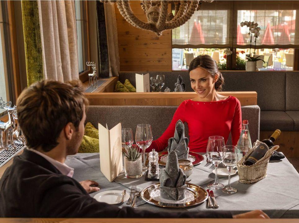 Romantisches Abendessen zu zweit Sport- und