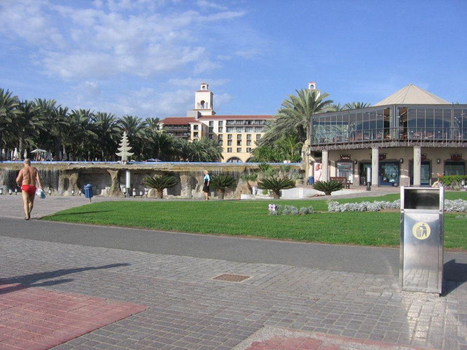 Hinteransicht vom Hotel Lopesan Costa Meloneras Resort, Spa & Casino