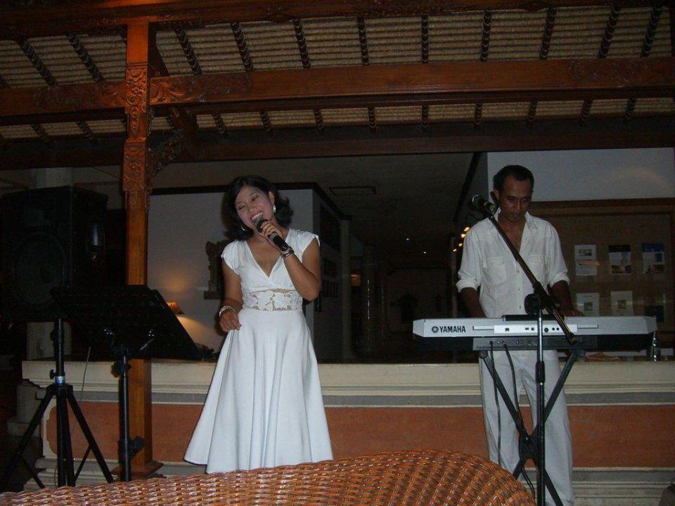 Abendunterhaltung in der Lobbybar Sol Beach House Benoa Bali All Inclusive By Melia Hotels International