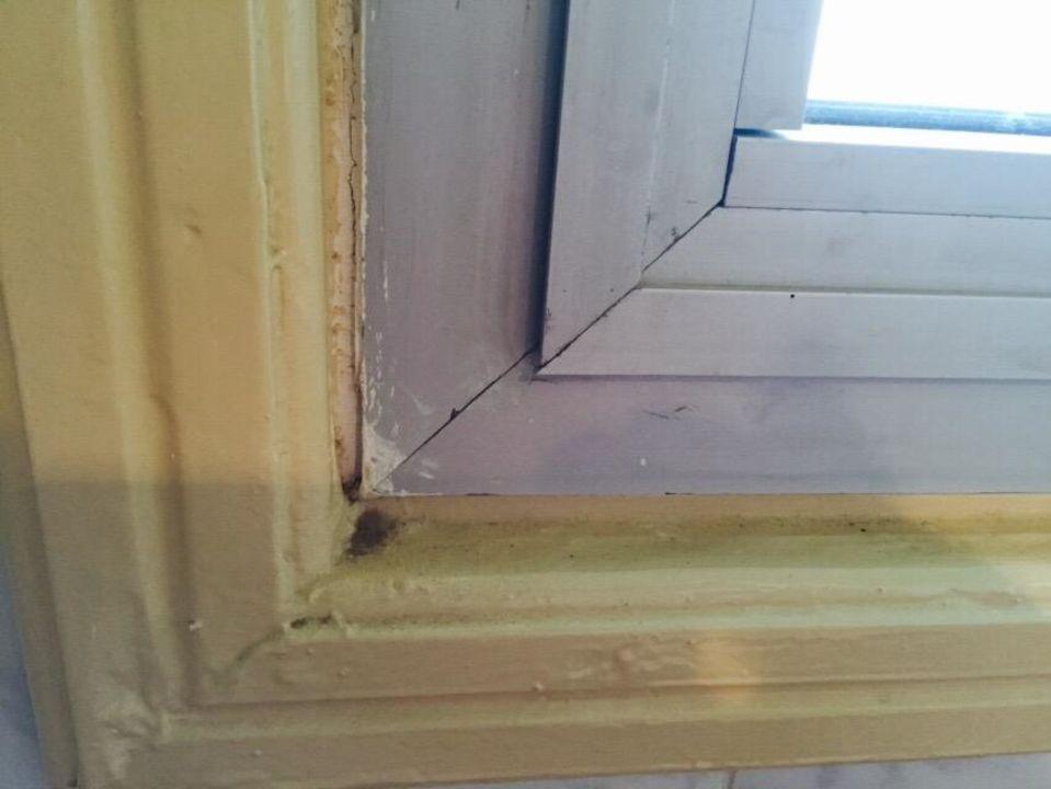 Undichte Fensterrahmen aber dafür mit viel Schmutz\