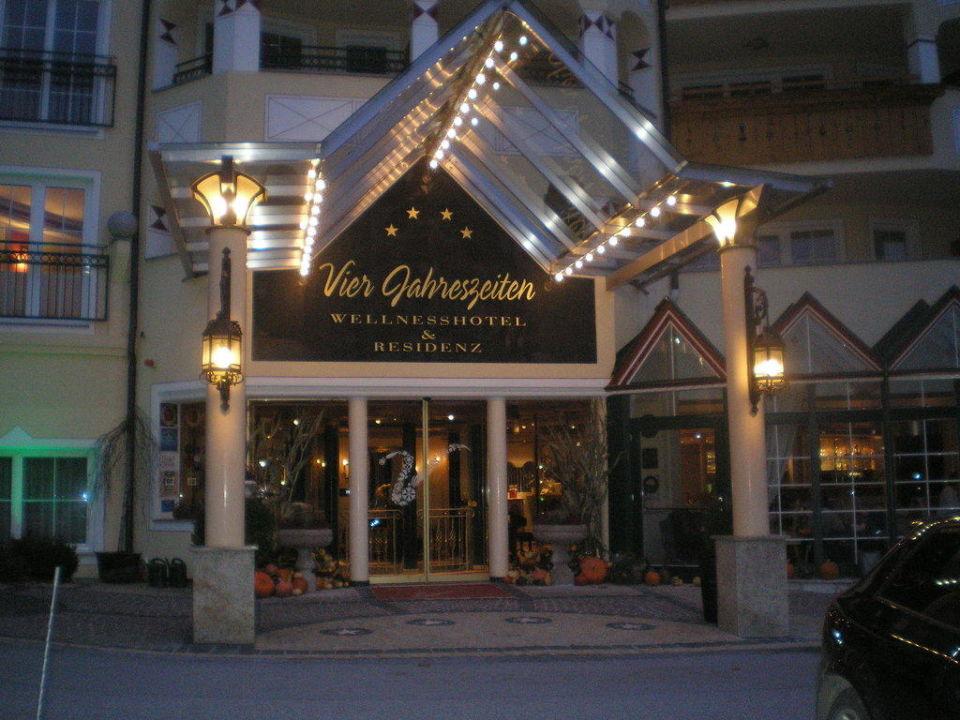 Der Eingang des Hotels Hotel Vier Jahreszeiten