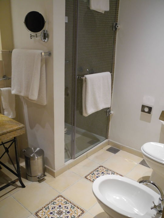 bild badezimmer zu hilton ras al khaimah resort spa in. Black Bedroom Furniture Sets. Home Design Ideas
