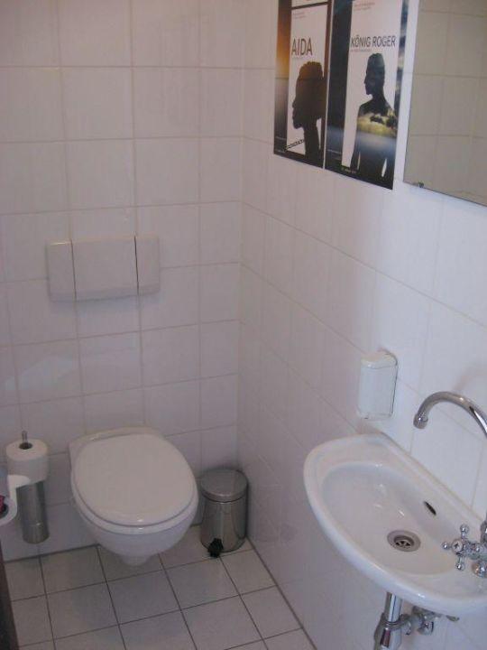 bild badezimmer mit whirlpool zu hotel kaiser in bregenz. Black Bedroom Furniture Sets. Home Design Ideas