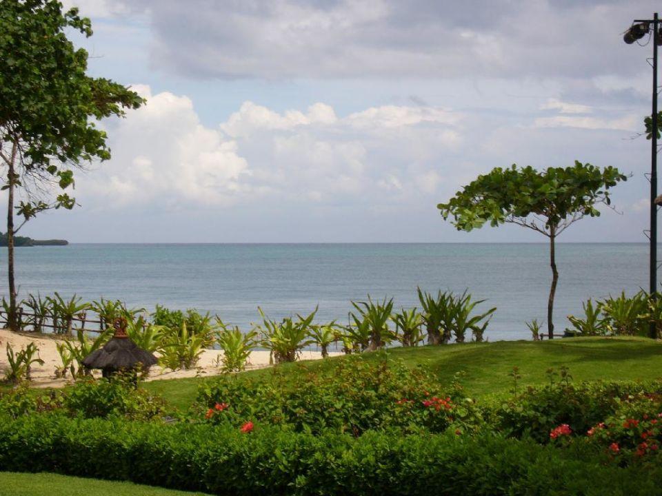 Hotelgarten mit Blick aufs Meer InterContinental Bali Resort