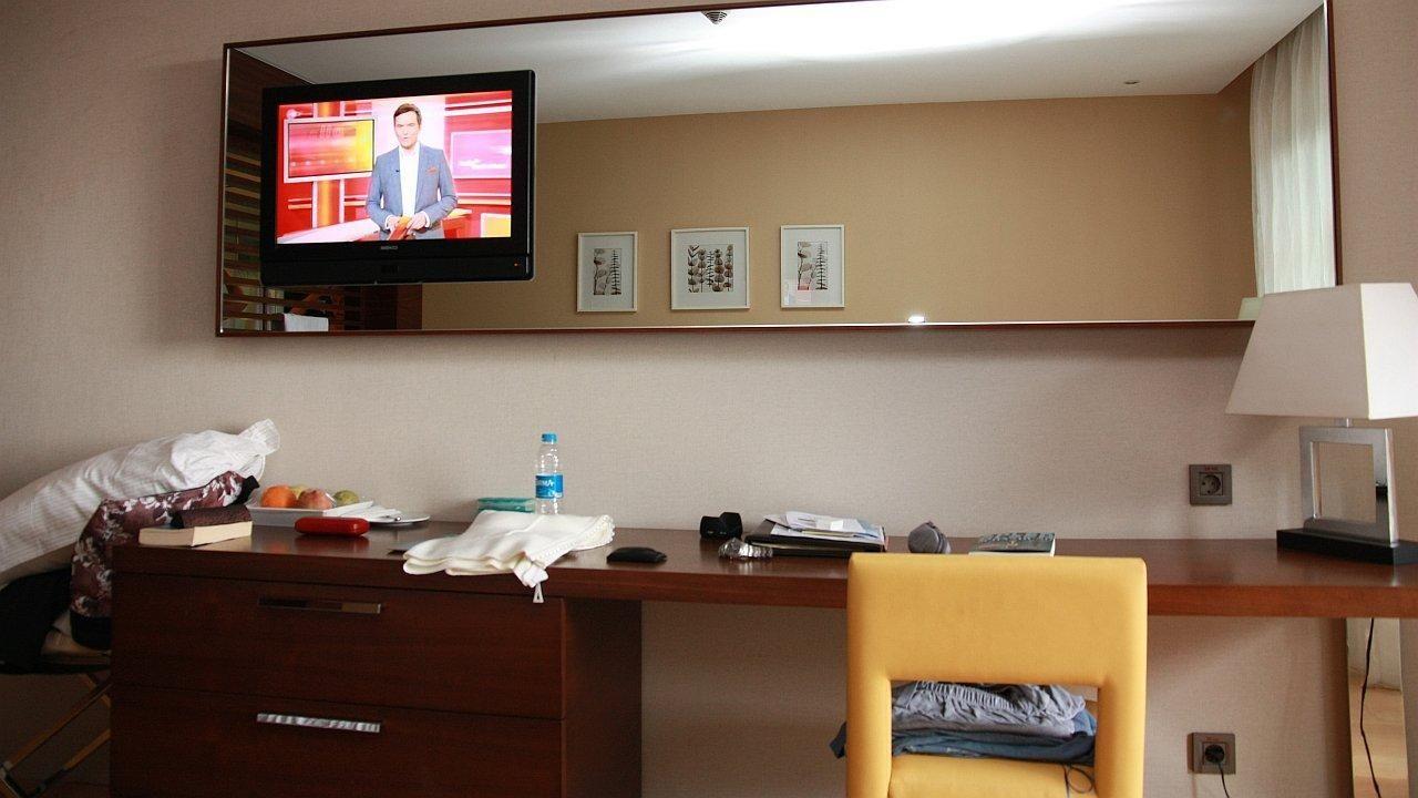 Fernseher im Spiegel integriert\