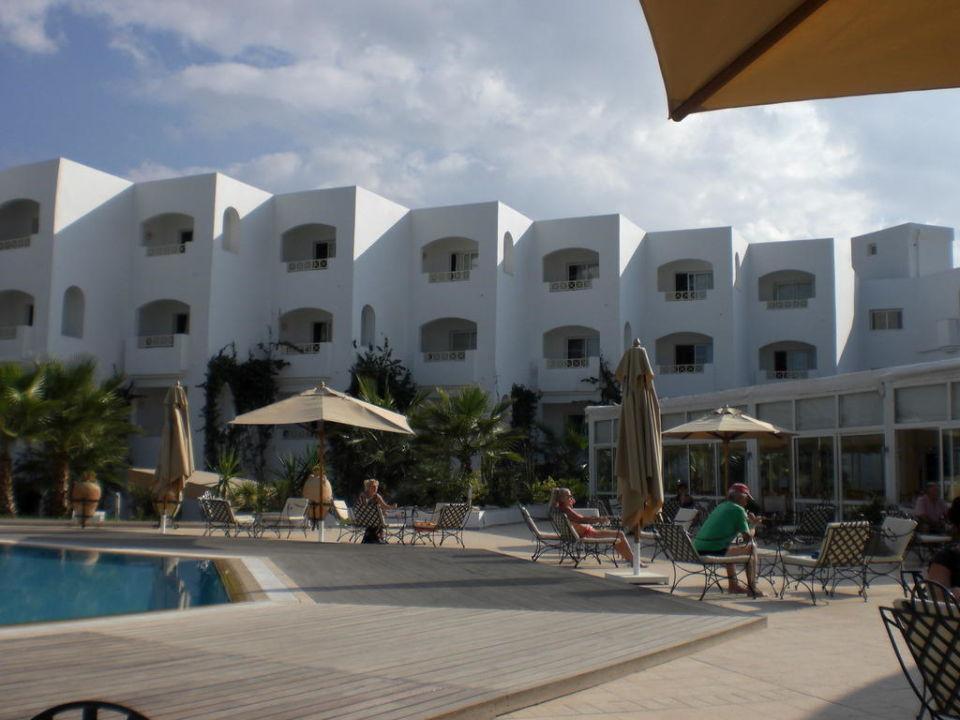 Blick vom Pool zur Hotelanlage Hotel Thalassa Mahdia