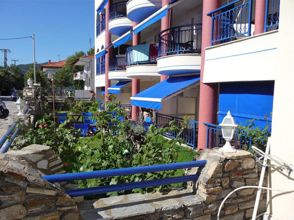 Vorgartenbereich Hotel Apollon