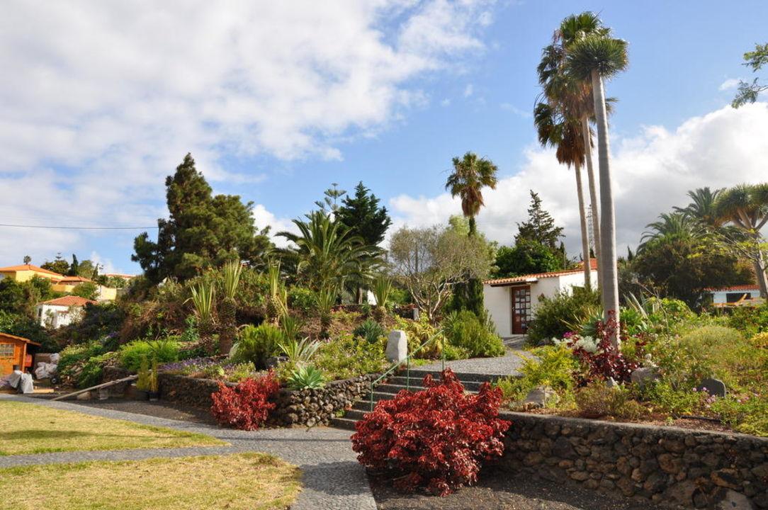 Blick in die schicke Gartenanlage! Apartamentos Miranda