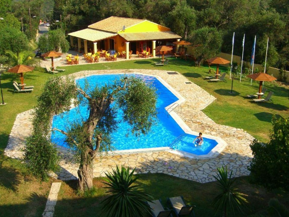 Morgen-Idylle am Pool Hotel Adriolos