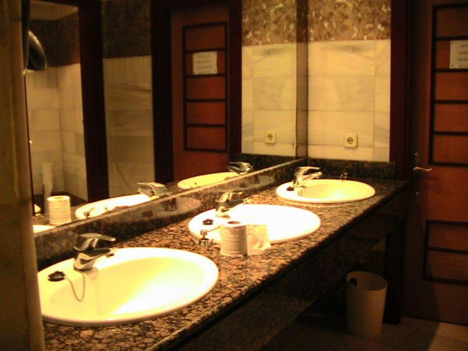 Toilette bei der Bar Club Hotel Tropicana Mallorca