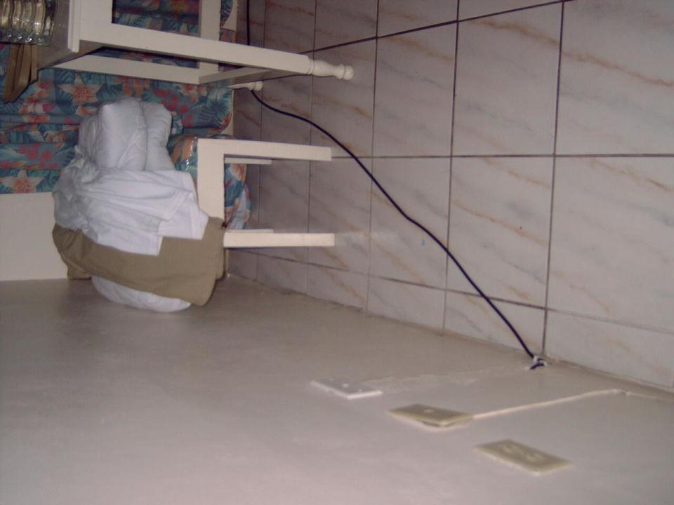 Kabel und Steckdosen\