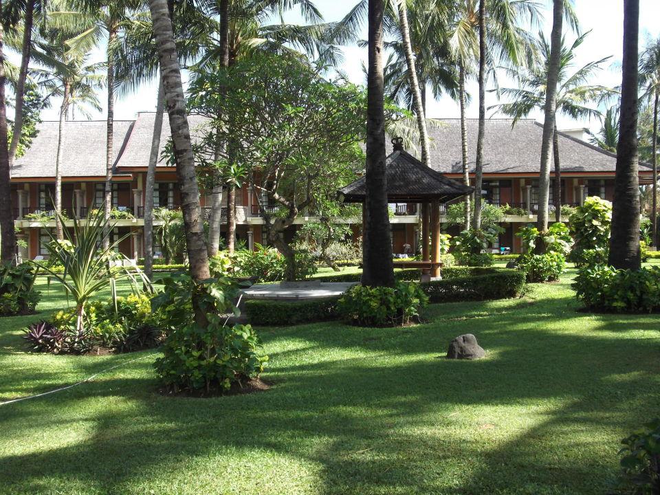 Территория отеля  Club Bali at Jayakarta Bali Hotel