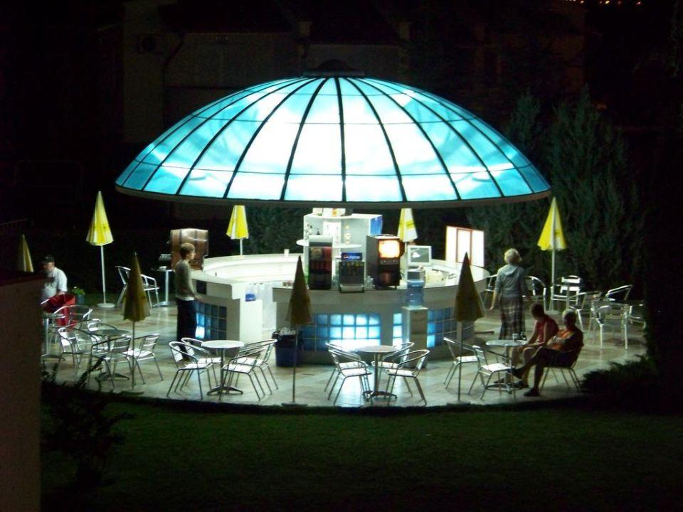 Poolbar am Abend PrimaSol Sineva Park