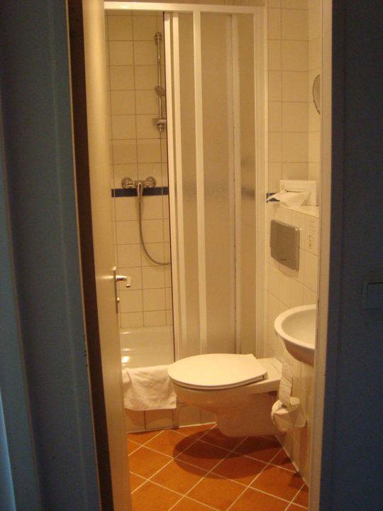 Kleines Bad Mit Dusche/WC Novum Hotel Aldea Berlin