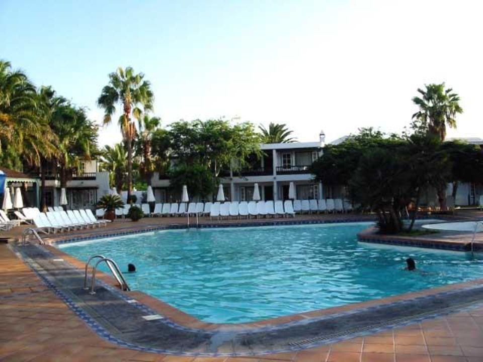 Blick auf den Pool der Hotelanlage Barcarola Apartamentos Barcarola Club