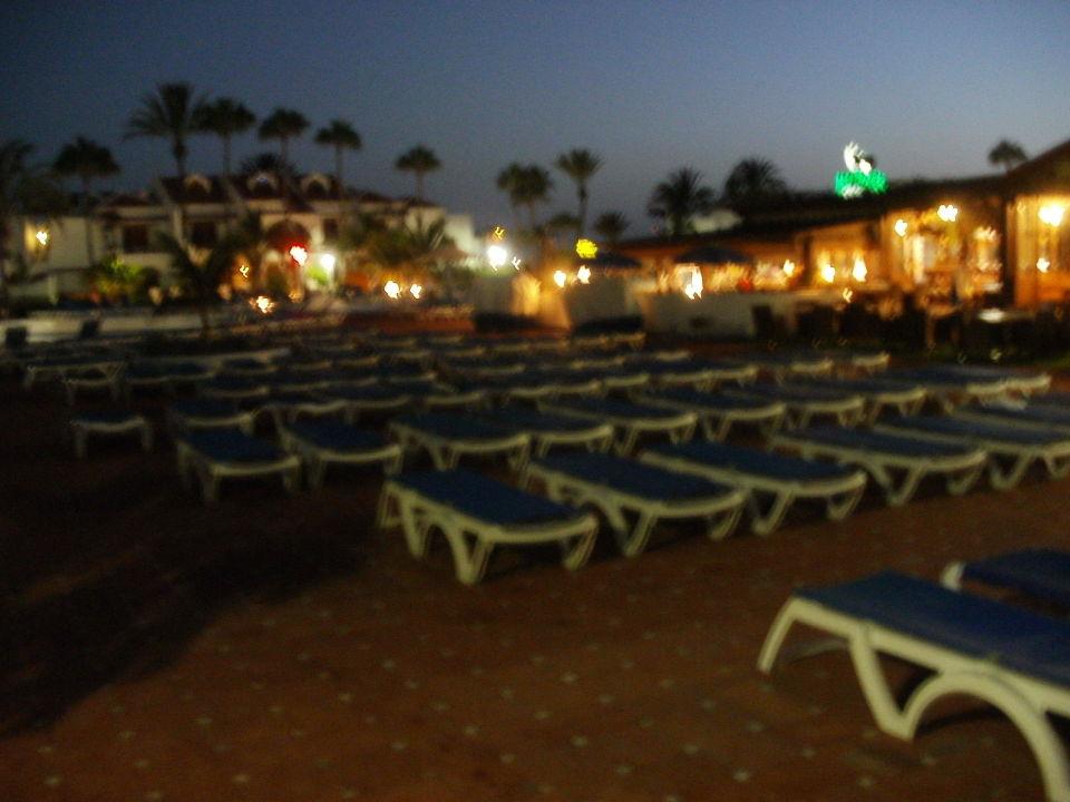 Liegst hle am pool apartamentos parque santiago 3 playa de las americas holidaycheck - Apartamentos parque santiago ...