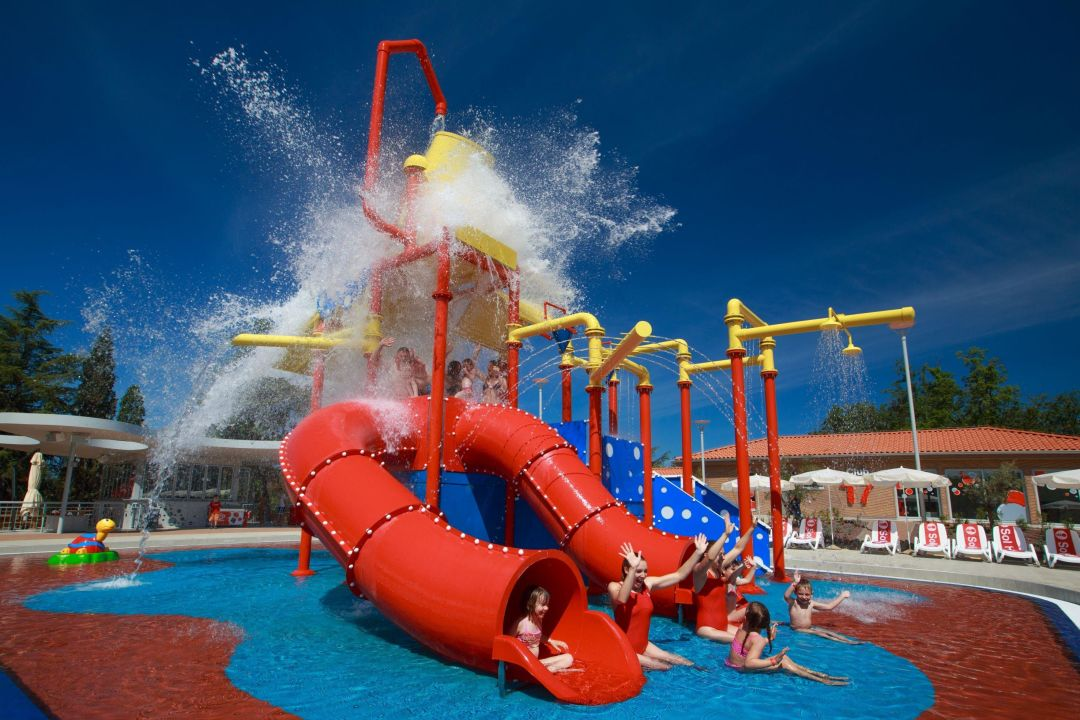 Swimming pool village sol garden istra in umag for Garden swimming pool b q