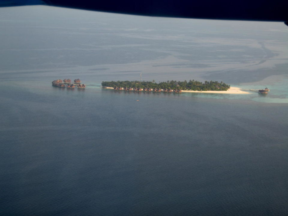Blick vom Wasserflugzeug auf Mirihi Mirihi Island Resort