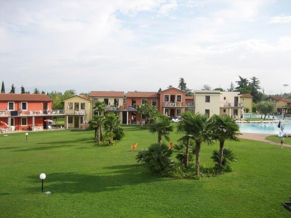 Blick von unsrer Terrasse auf Garten und Pool Gasparina Village