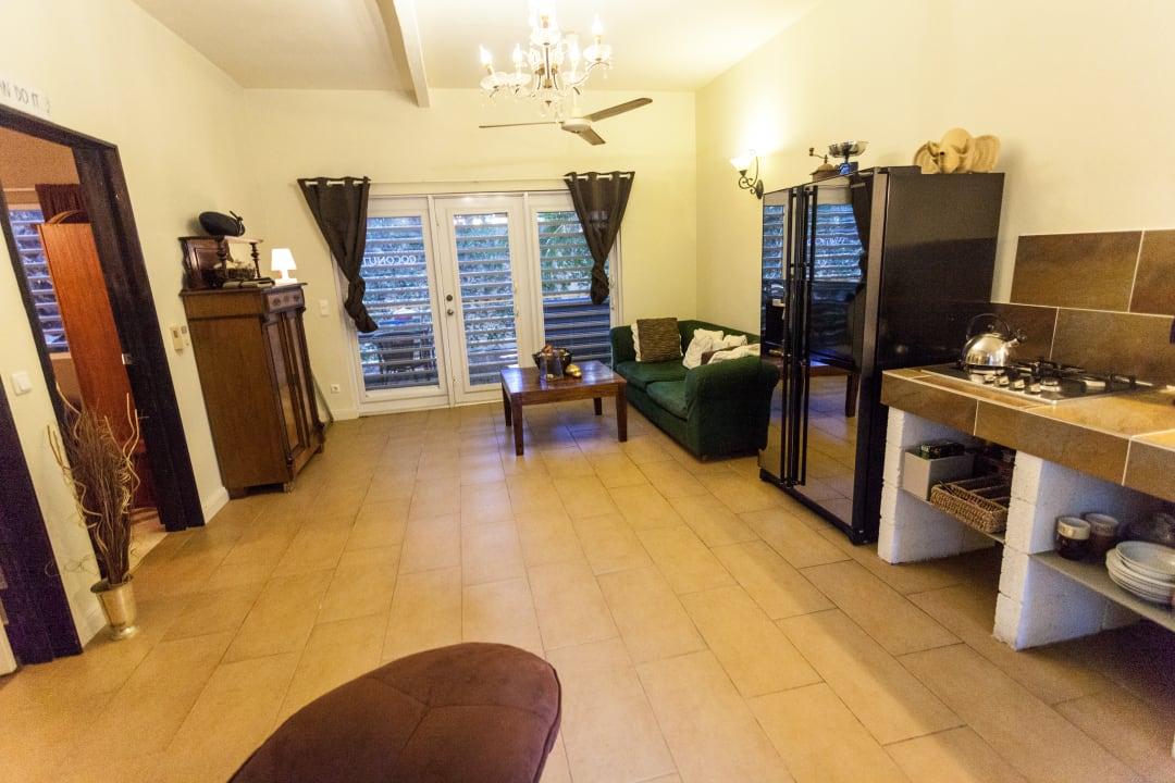 Zimmer Frangipani Apartments
