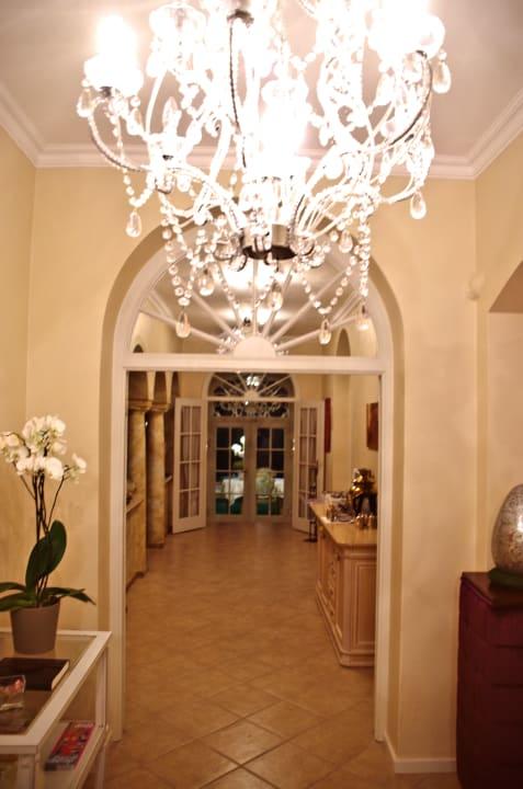 Der Eingang Villa Adolphine