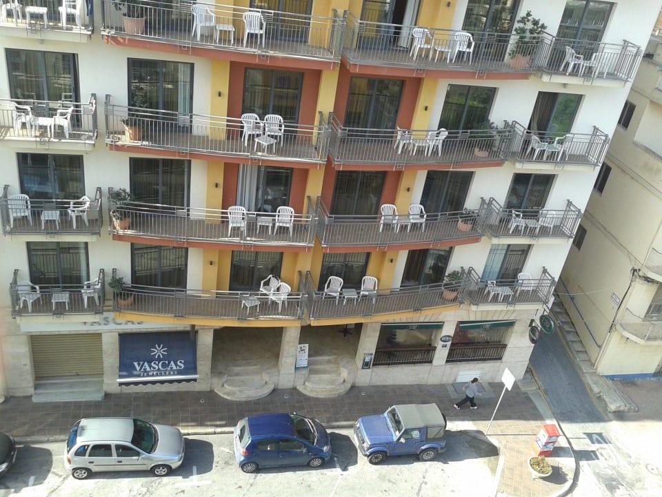 Nebenhaus mit zwei Treppen, rechts unten die Sport Maritim Antonine Hotel & Spa Malta