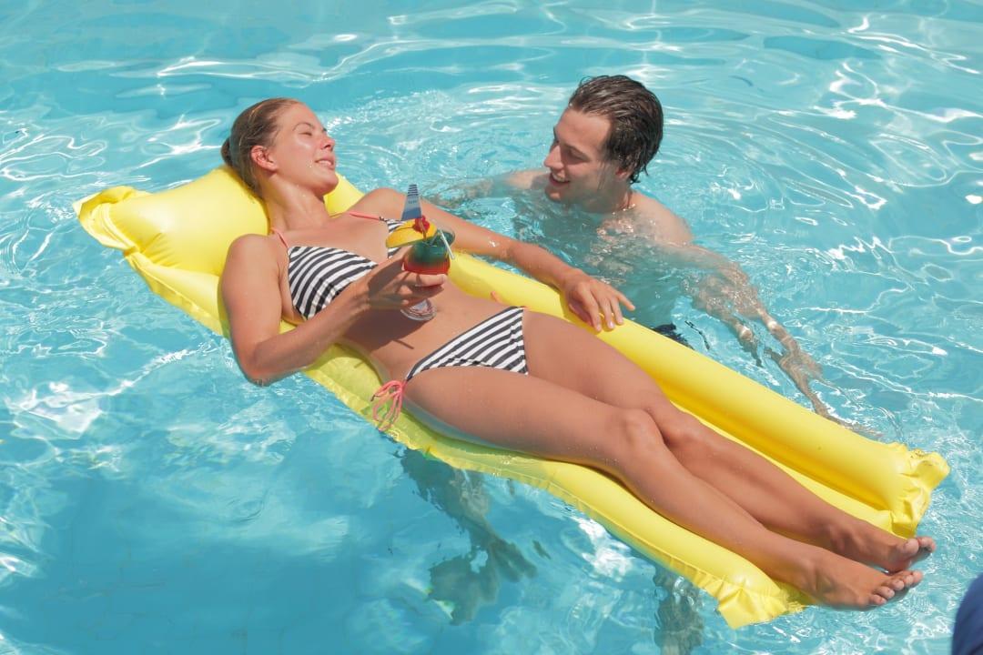 Pool EVINA Rooms & Suites