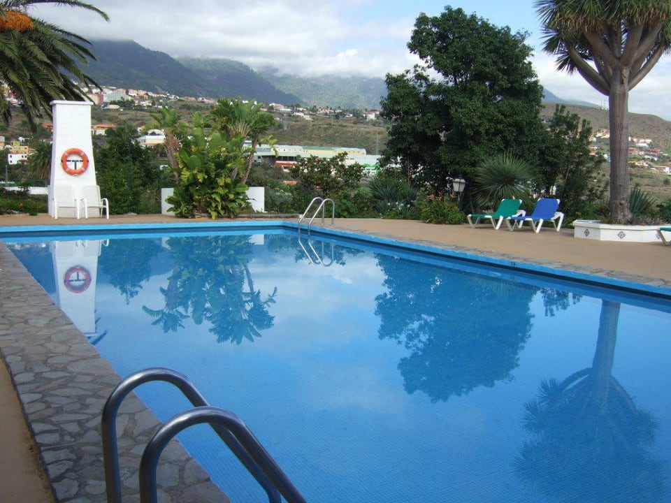 Blick über den Pool Apartamentos Miranda