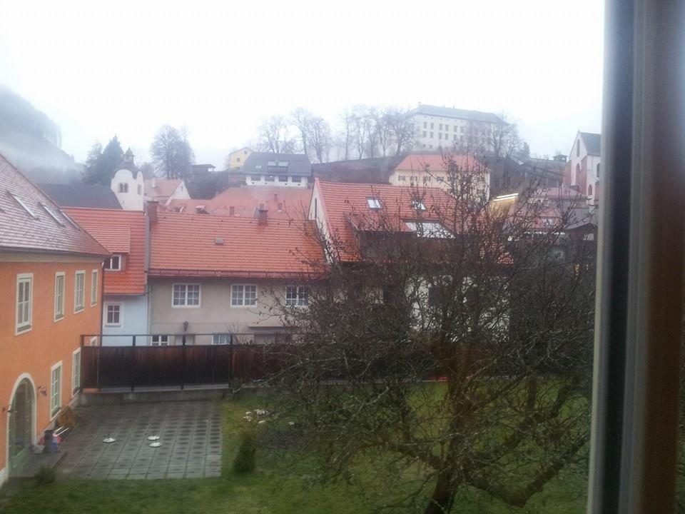 Vom Zimmerfenster aus ... Blickrichtung Burg JUFA Hotel Murau