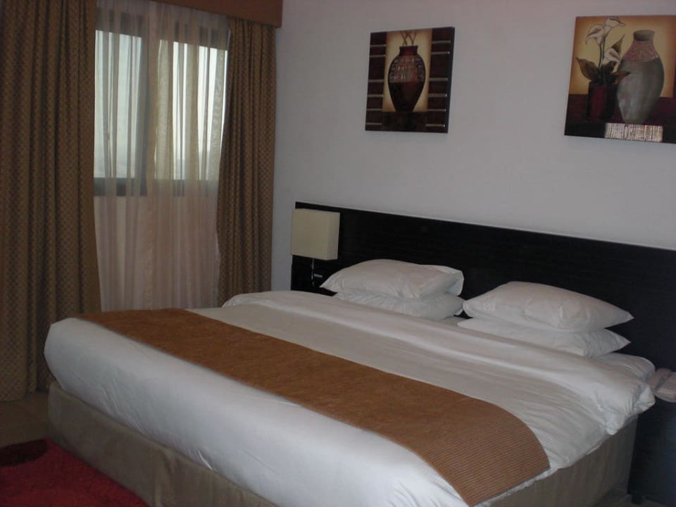 Schlafzimmer Ramada Hotel & Suites by Wyndham Ajman