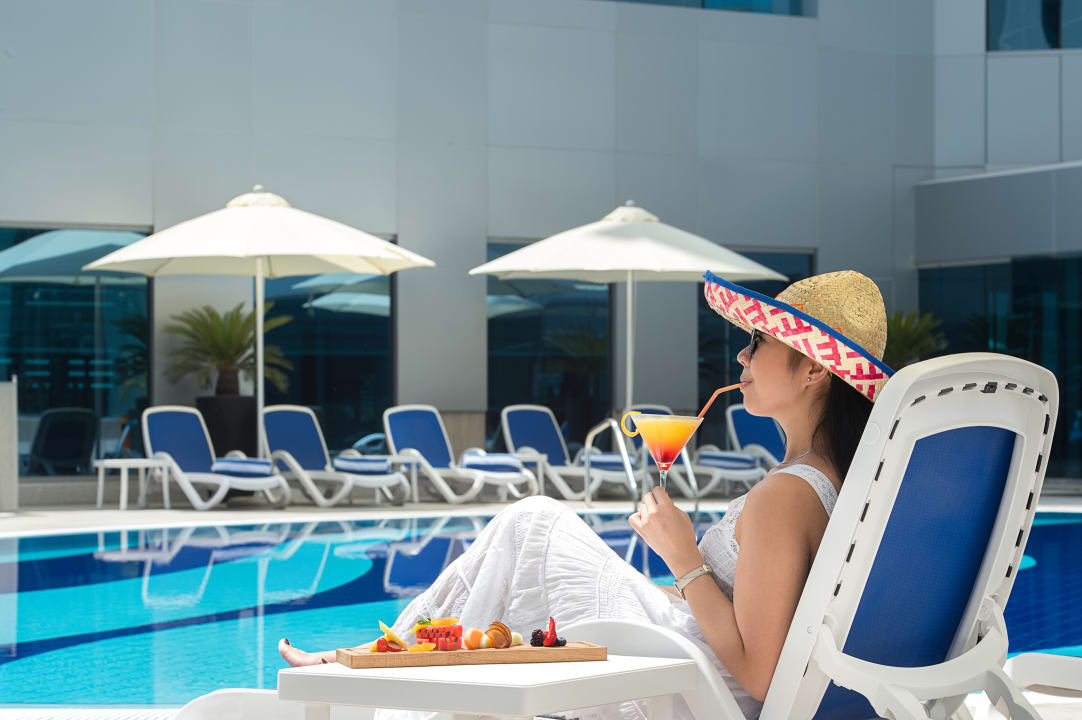 Pool Gulf Court Hotel Business Bay, WorldHotels Collection