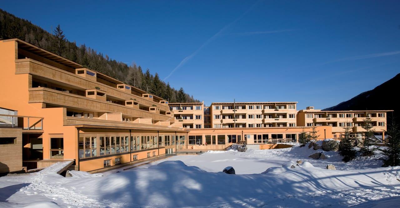 Außenansicht im Winter Arosea Life Balance Hotel