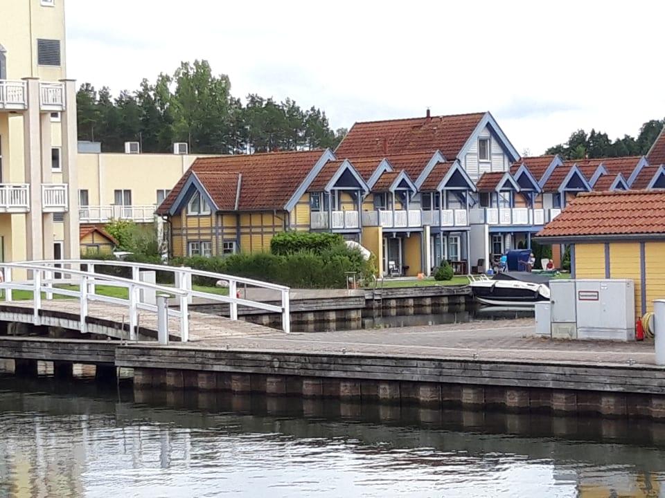 Außenansicht Marinaresort Ferienhäuser Hafendorf Rheinsberg