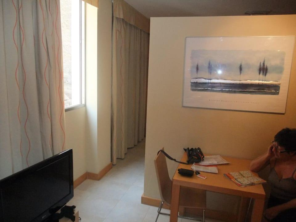 Wohnraum 301- Schrankrückseite Hotel Morasol Suites