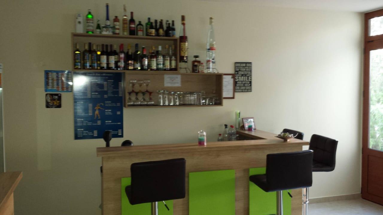Bar mit Kühlschrank Hotel Minos