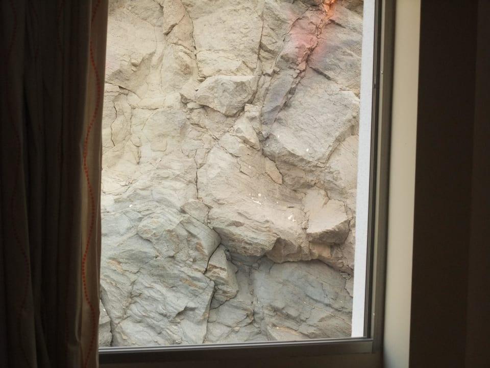 Blick auf die Landseite aus Zimmer 301 Hotel Morasol Suites