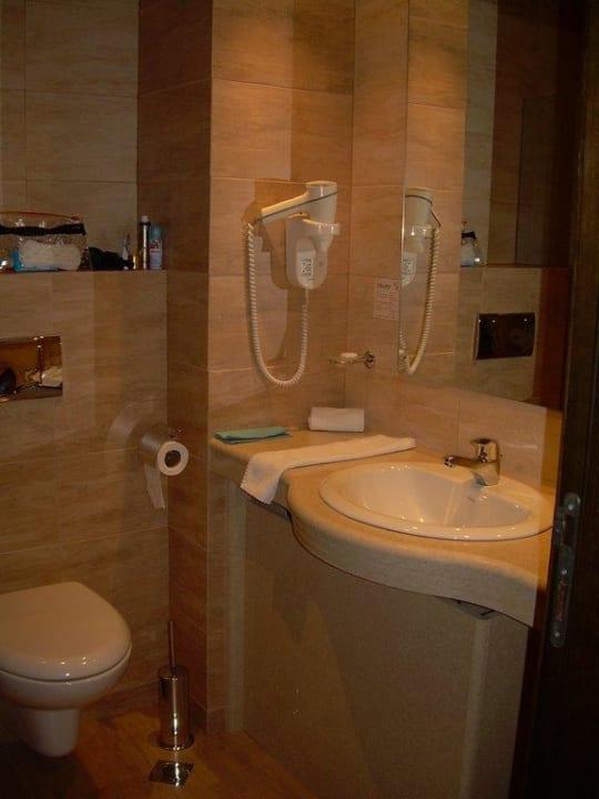 Bad Zimmer 402 Budapest Hotel